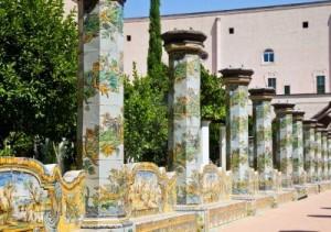 11112857-santa-chiara-e-un-complesso-religioso-a-napoli-italia-meridionale-che-comprende-la-chiesa-di-santa-c